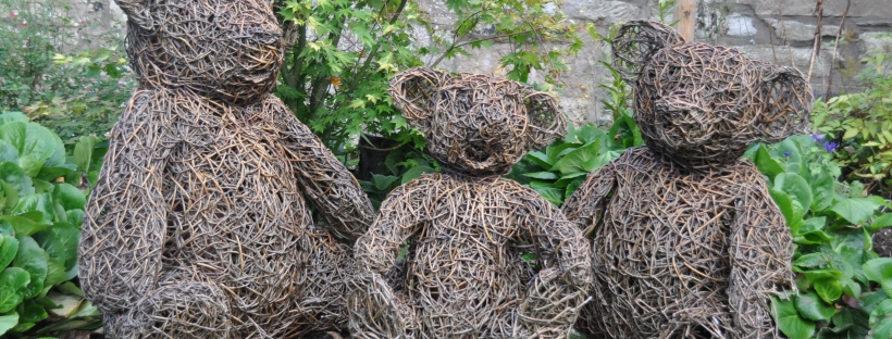 Wicker scupltures of the three bears